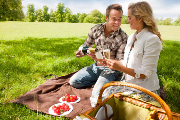 Fun and Romantic things to do in first date for men