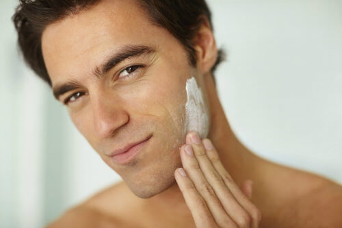 What are the ways for men to treat the facial skin after shaving?