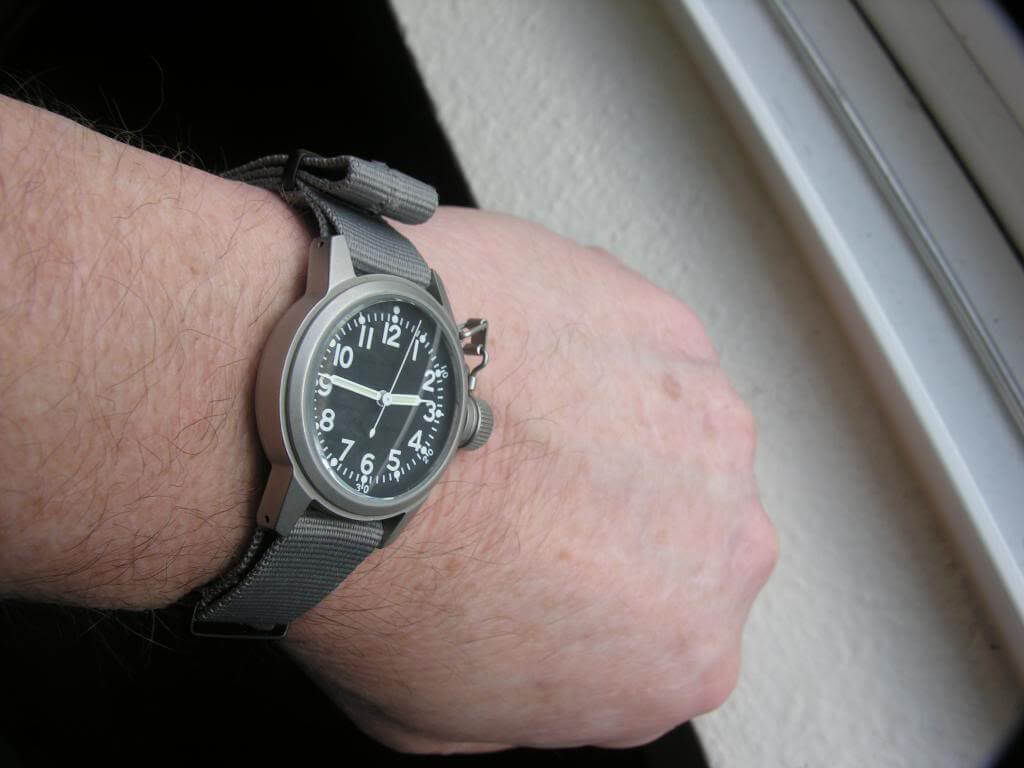 how to choose watch for small wrist