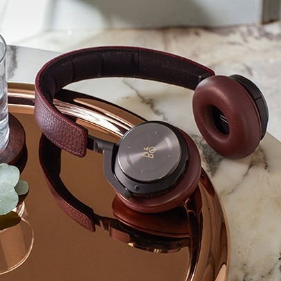Leather Wrapped Headphone Will Also Be A Great Choice For Birthday Gift Which Unique As Well Trendy Too